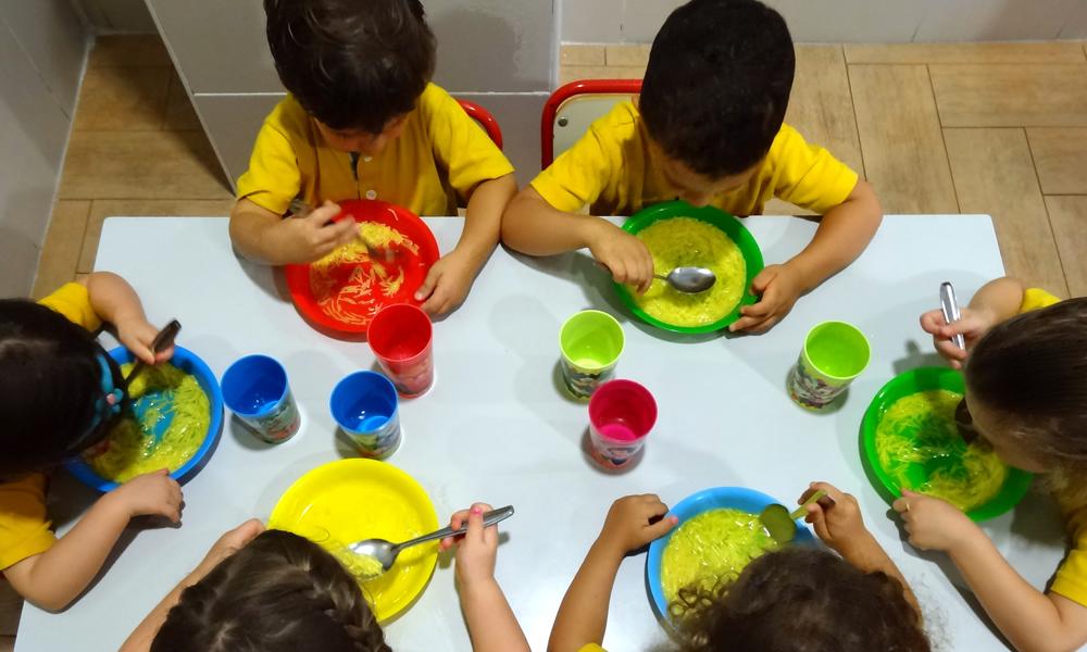 Servicios kinder centro de educaci n infantil for Comedor infantil